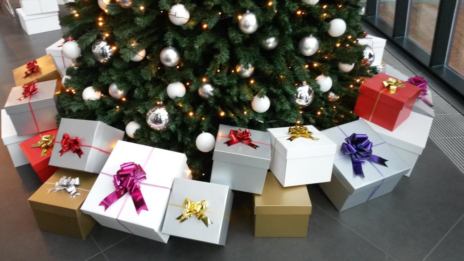 kerstboom verhuur 210 cm zilver kerstboom